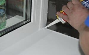 Устранение повреждений поверхности пластика окна
